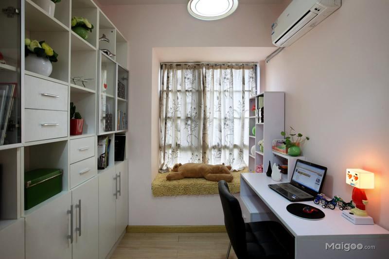 现代风格小书房书柜书桌椅子窗台飘窗窗帘个性台灯装修效果图3/6-小