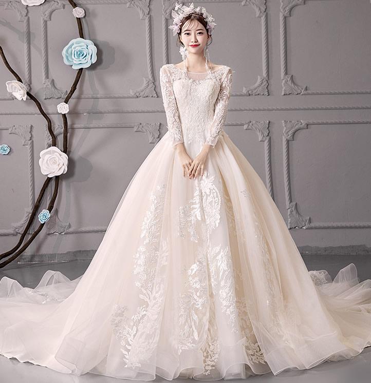 冬季婚纱礼服图片大全 冬天婚纱这样穿漂亮又保暖→买图片