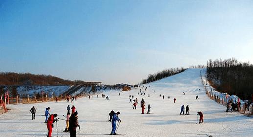 百里荒冰雪世界滑雪场